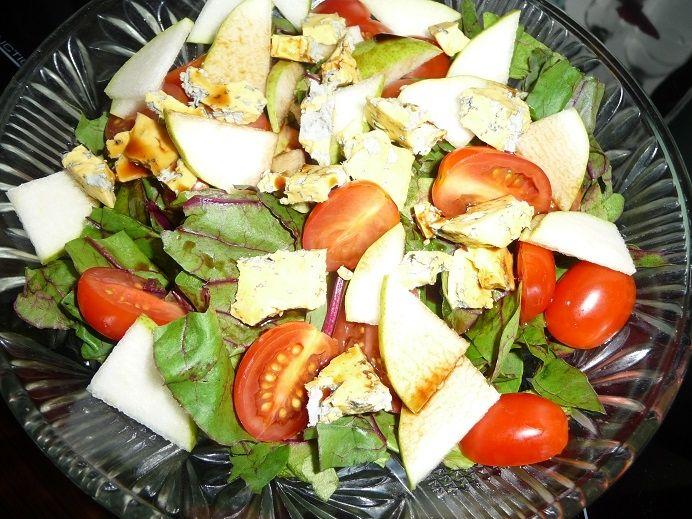 Sałatka z botwinki z gruszką i serem