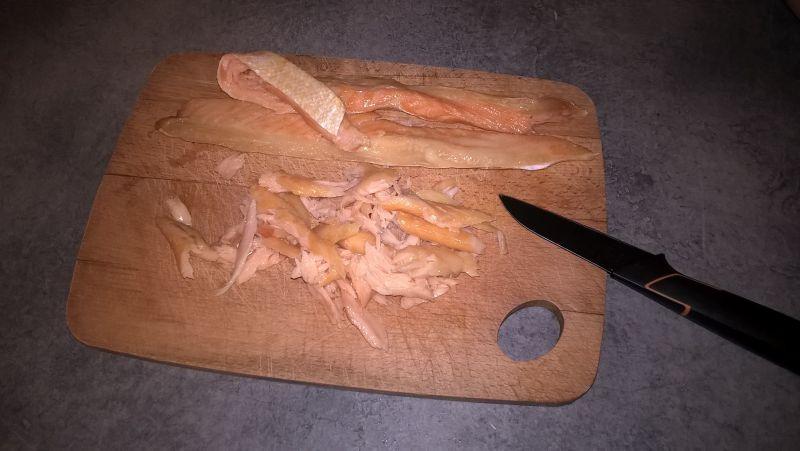Sałatka z brązowym ryżem, łososiem i selerem