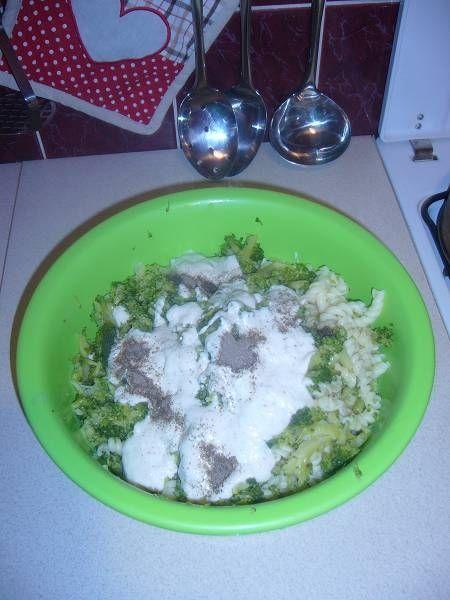 Sałatka z brokuła,makaronu i tuńczyka