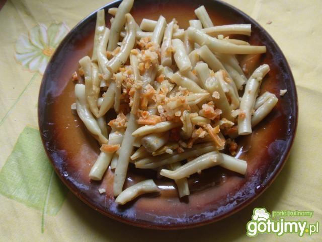 Sałatka z cukini i fasolki szparagowej