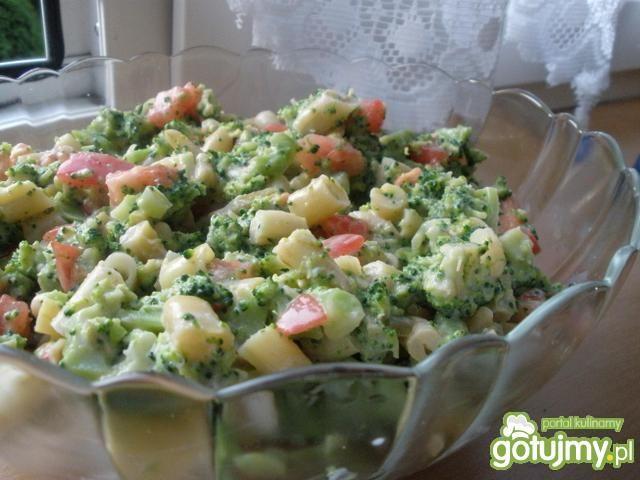 Sałatka z fasolą szparagową i brokułem