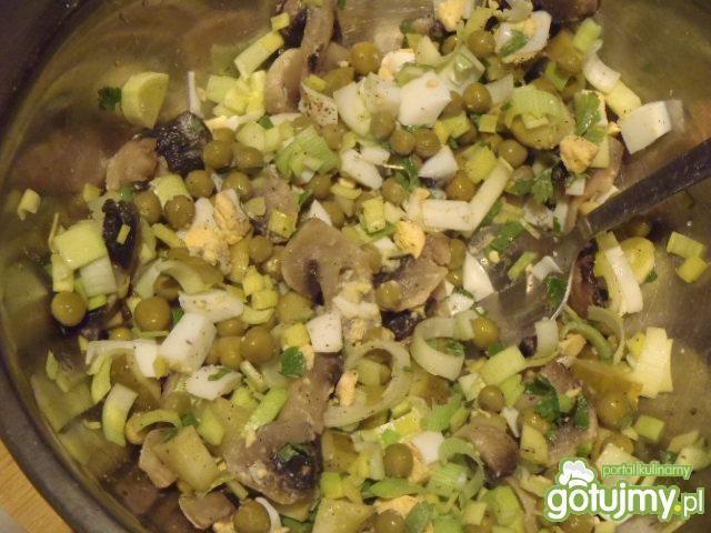 Sałatka z gotowanymi pieczarkami