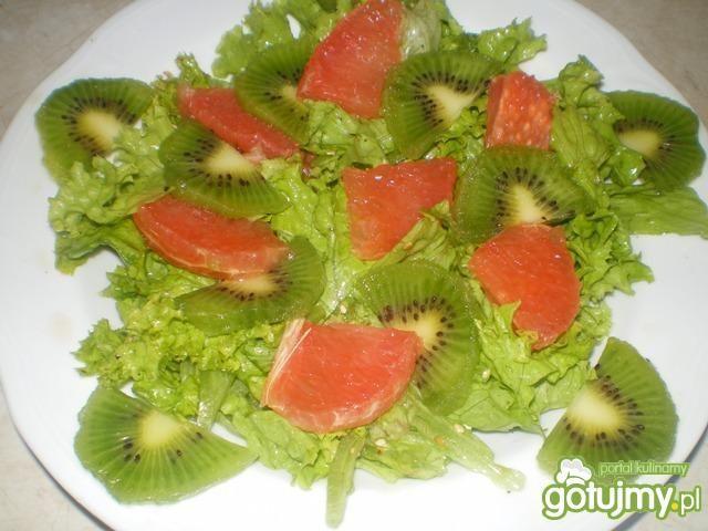 Sałatka z grapefruitem, awokado, kiwi