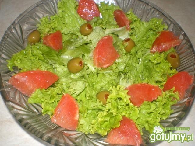 Sałatka z grapefruitem i oliwkami