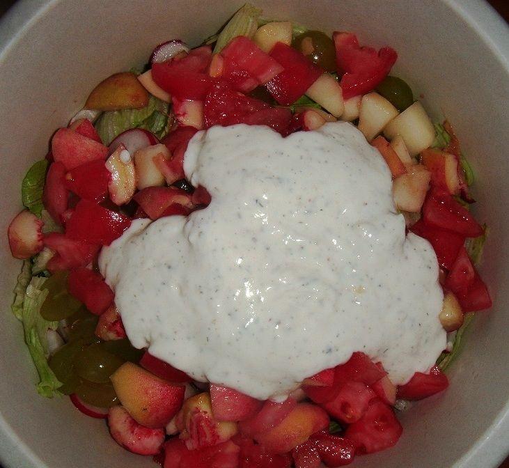 Sałatka z gruszką i brzoskwinią