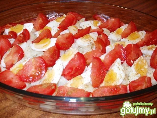 Sałatka z kalafiorem, jajami i pomidorem