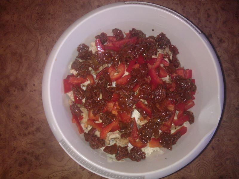 Sałatka z kapustą pekińską i suszonymi pomidorami