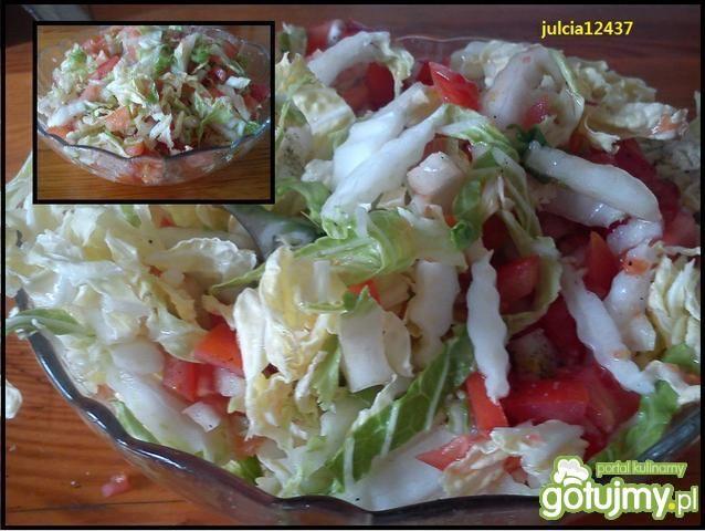Sałatka z kapusty pekińskiej i pomidorów