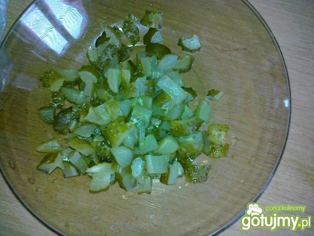 Sałatka z kiszonych ogórków i papryki