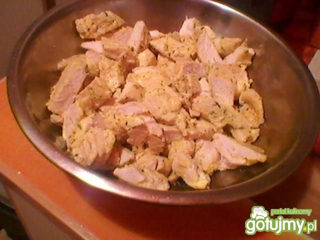 Sałatka z kurczaka z roszponką i fetą