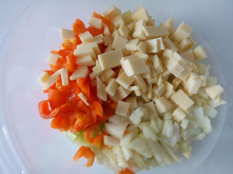 Sałatka z kurczakiem ,makaronem i szpinakiem