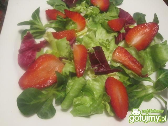 Sałatka z liczi i truskawkami