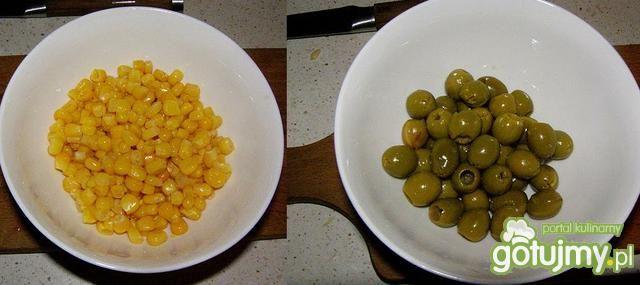 Sałatka z makaronem i serem mozzarella