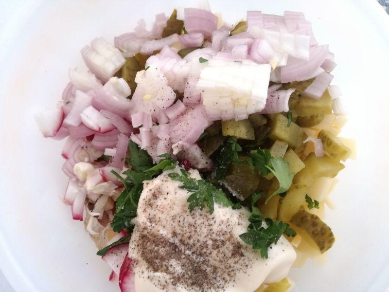Sałatka z makreli i rzodkiewki