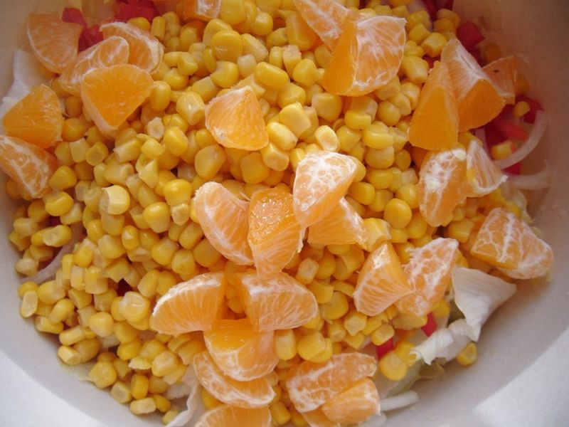 Sałatka z mandarynką i serem feta