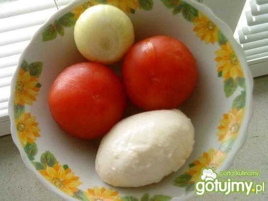 Sałatka z mozarellą i pomidorami