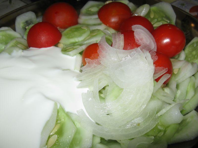 Sałatka z ogórków i pomidorków