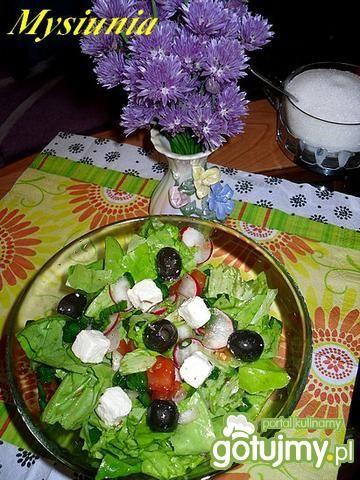 Sałatka z oliwkami i serem