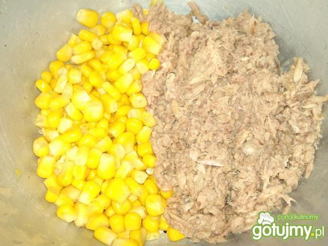 Sałatka z pekinką i tuńczykiem