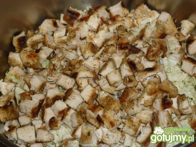 Sałatka z pekinki w koperkowym sosie