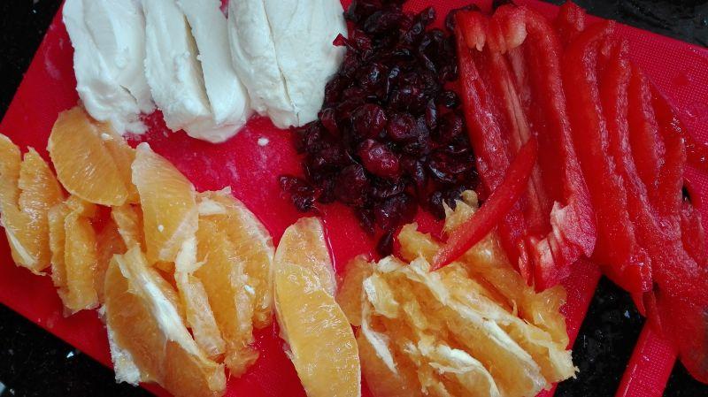 Sałatka z pomarańczy, rukoli i mozzarelli