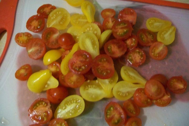 Sałatka z pomidorkami i tofu