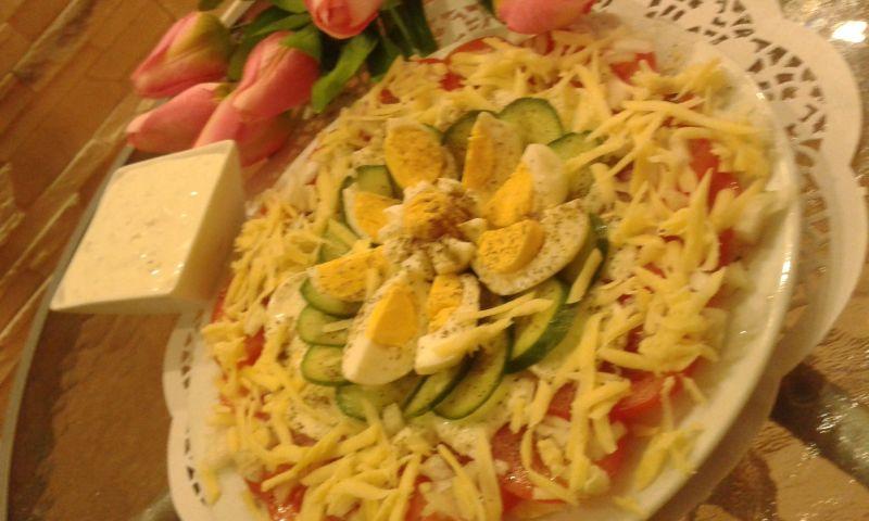 Sałatka z pomidorów,mozzarelli i ........