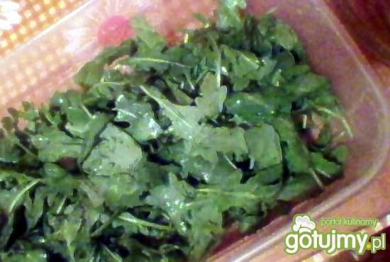 sałatka z rukoli i oliwek