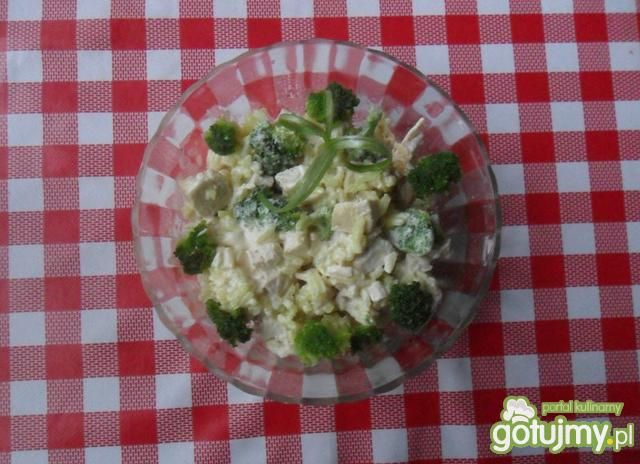 Sałatka z ryżu i brokułów