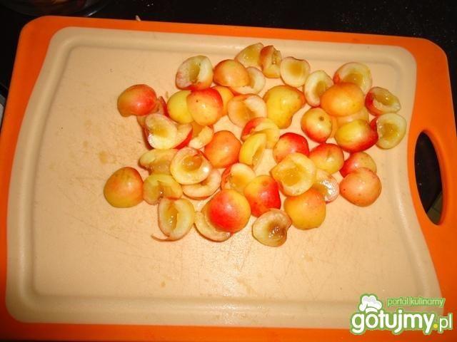 Sałatka z ryżu, jabłek i czereśni