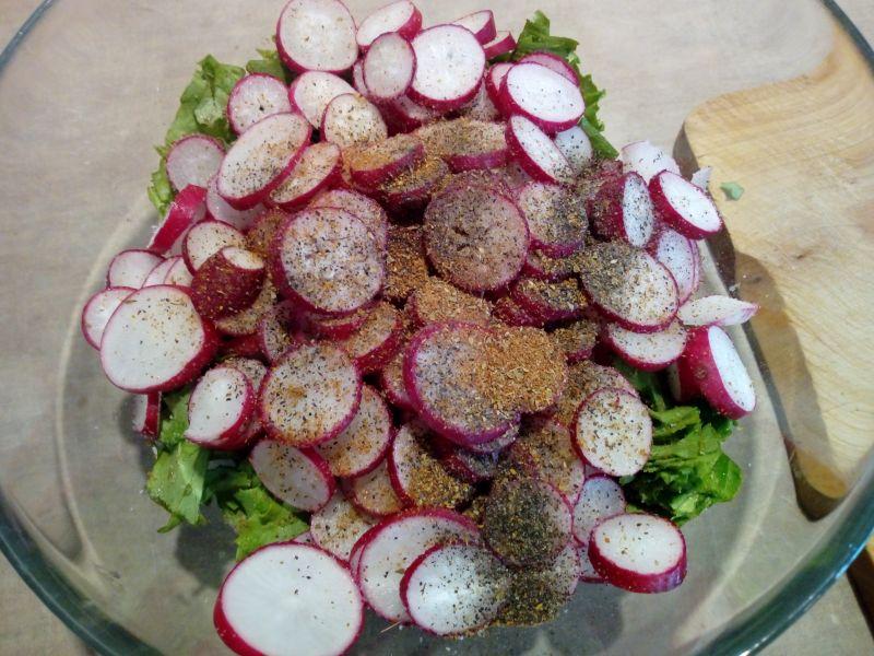 Sałatka z sałaty i rzodkiewki