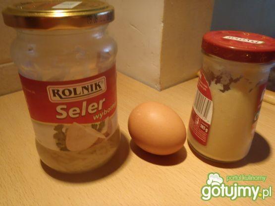 Sałatka z selerem i jajkiem