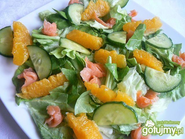 Sałatka z soczewicą łososiem pomarańczem