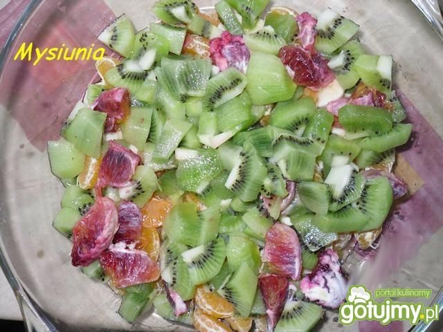 Sałatka z sokiem owocowym