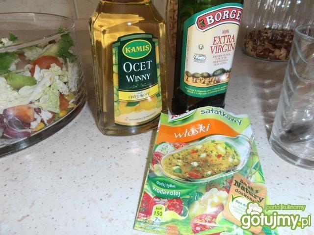 Sałatka z sosem włoskim i pomidorami