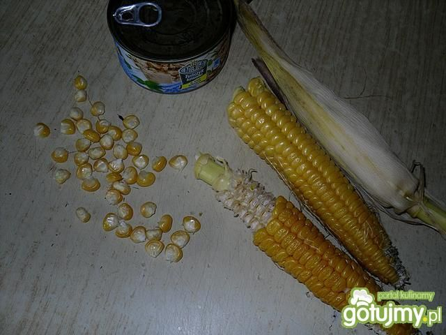Sałatka z tuńczyka i gotowanej kukurydzy