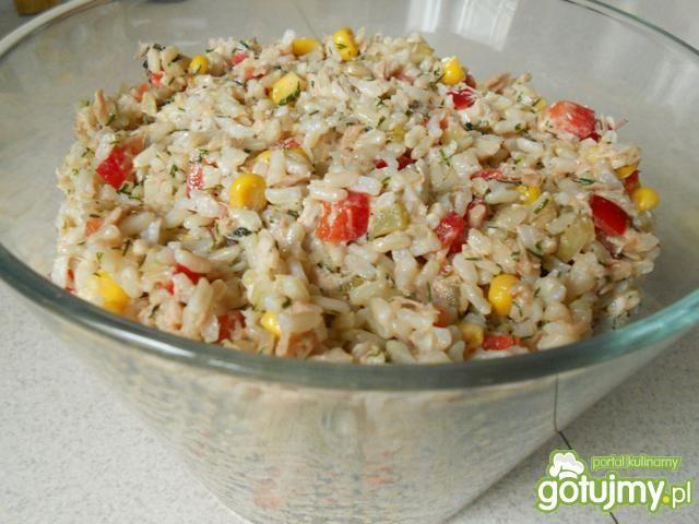 Sałatka z tuńczyka z naturalnym ryżem