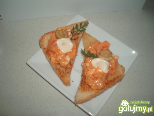 Sałatka z tuńczyka z oliwkami