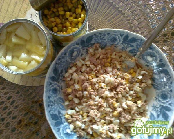 sałatka z tuńczykiem i ananasem ...