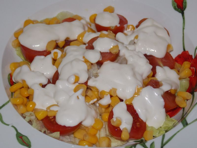 Sałatka z tuńczykiem i pomidorkami