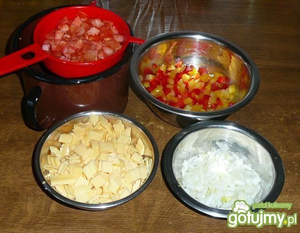 Sałatka z warzywami i grzankami
