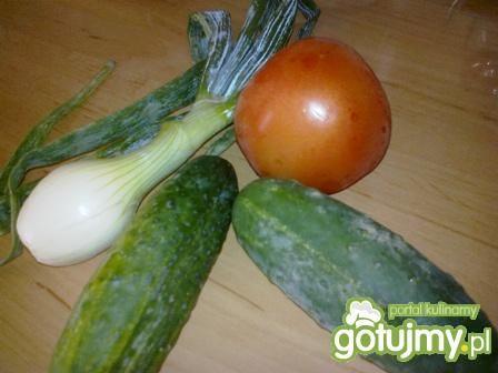 Sałatka z warzywami i mozzarellą