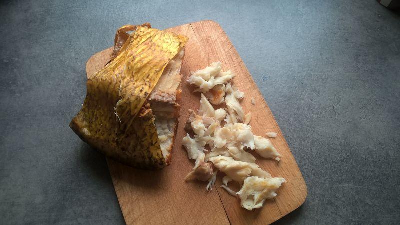 Sałatka z wędzonym leszczem, kaszą owsianą i natką