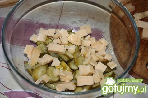 Sałatka z żółtym serem