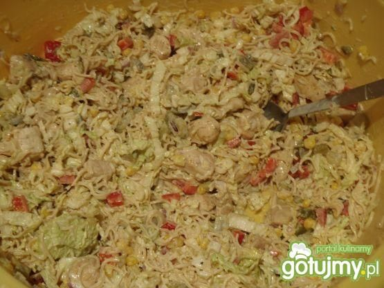 Sałatka z zupek chińskich z kurczakiem