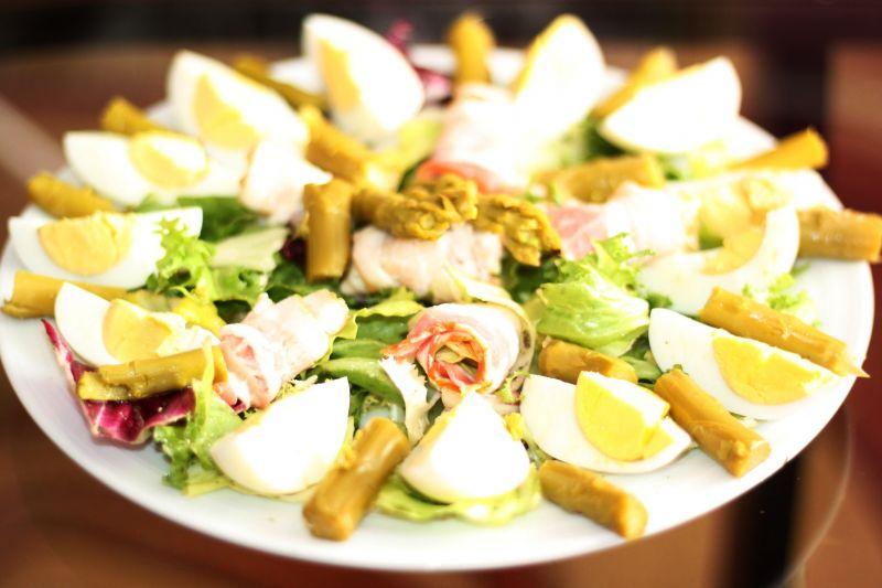 Sałatka ze szparagami marynowanymi