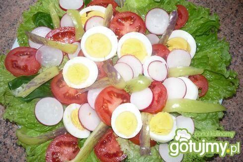 Sałatka ze szpinakiem i jajkiem