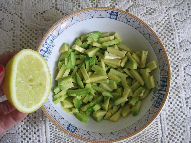 Sałatka ze szpinakiem, mango i awokado