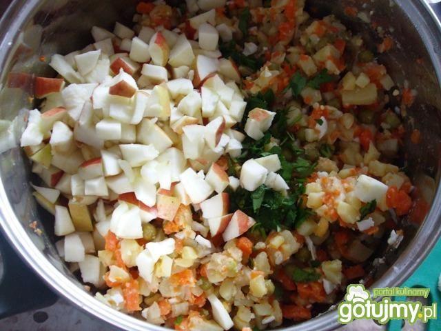 Sałatka ziemniaczana, warzywna z jajkiem