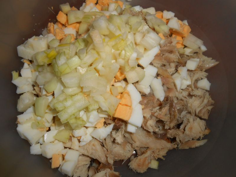 Sałatka ziemniaczana z makrelą i pieczarkami